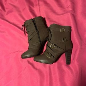 NWOT Shoe Dazzle lace up heeled booties